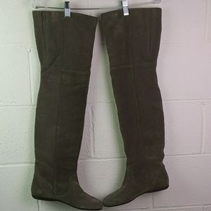Also above the knee boots